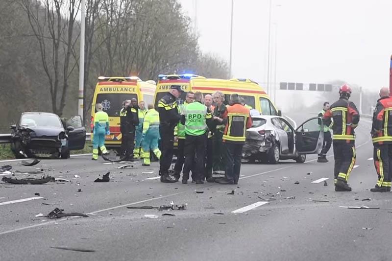 Wypadek na A12 , kilka samochodów uszkodzonych i cztery osoby ranne.