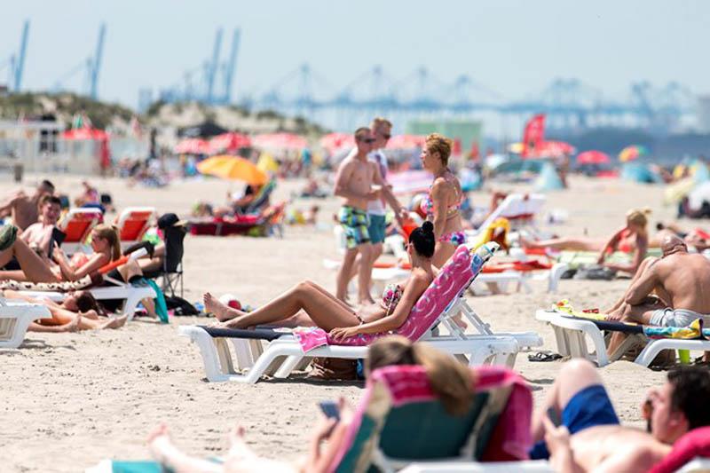 Zakaz kąpieli przez weekend na plażach w